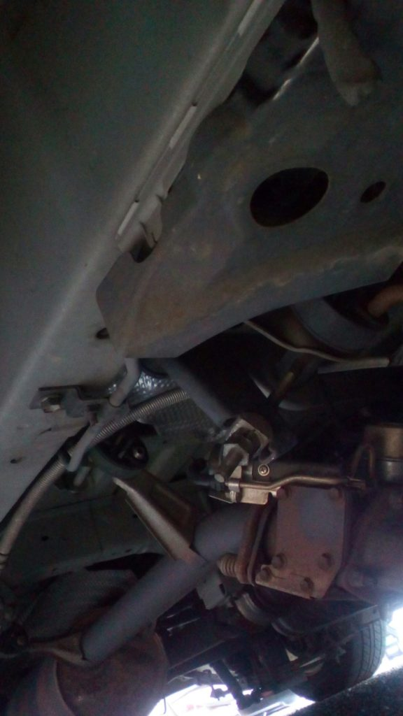 ハイエーストーションバー車高調整車検対応