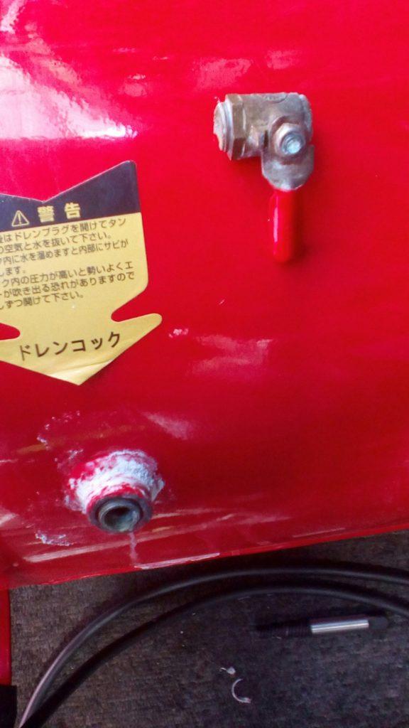 エアーコンプレッサーの折れたボルト
