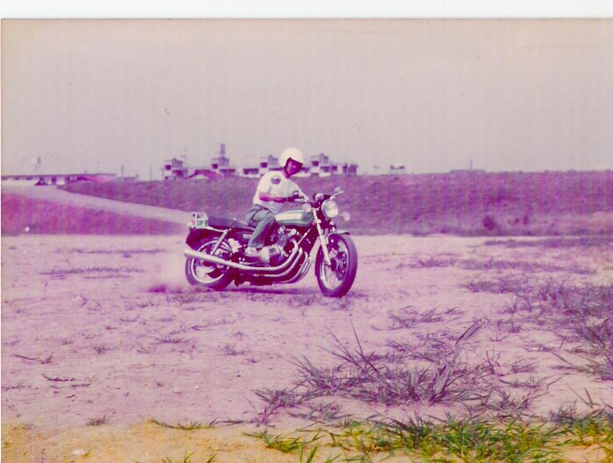 バイクの運転練習風景GS750でダート